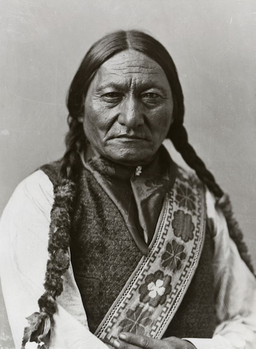 indian chief sitting bull essay This article contains facts and information about the life and times of the famous native american indian chief known as sitting bull he was a noted leader of the sioux tribe and, together with chief crazy horse and chief gall.